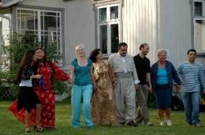 Før konserten startet ble publikum invitert på kurdisk dans.