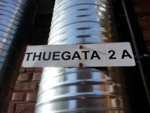Likevel gikk pumpa for full kraft i det jeg nærmet meg Thuegata 2.